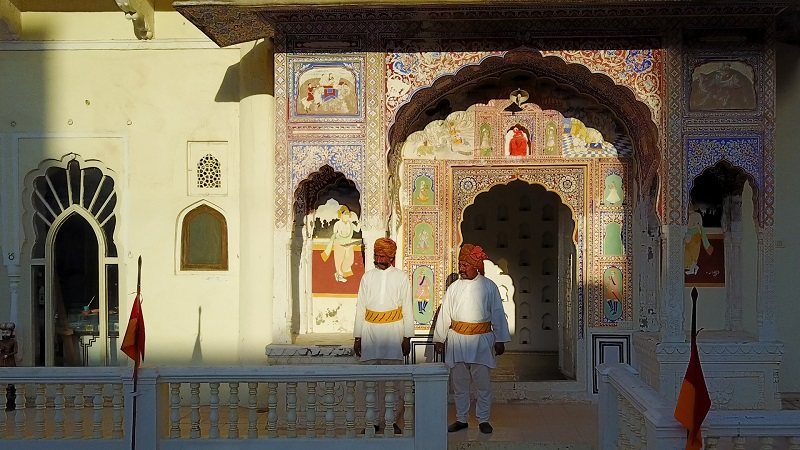 Rajasthan Fort Hotel Castle Mandawa photo of cermonial guards and painted arches